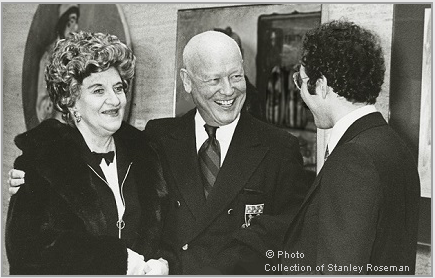 "Hermione Gingold (left), Francis Robinson (center), and Stanley Roseman at the opening of the exhibition ""Stanley Roseman - The Performing Arts in America,"" Library and Museum for the Performing Arts, Lincoln Center, 1977. © Photo collection of Stan"